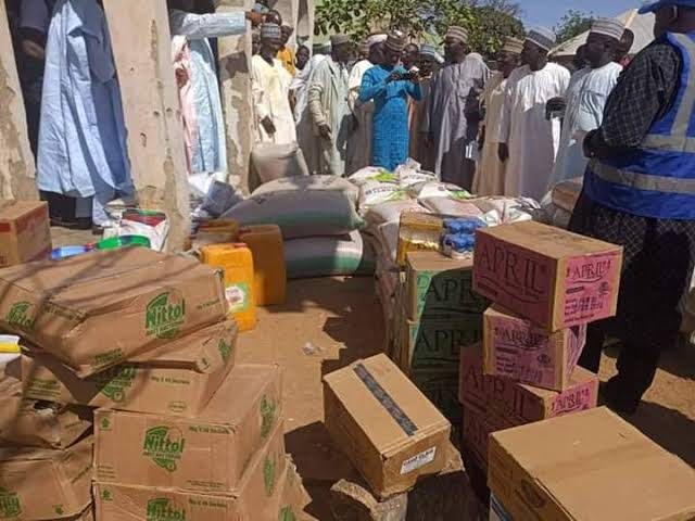 e56e2e8c5f80f357742f89b6d6ad17b0 f1a2399a4eb886a901ab9240222dd450 - Kebbi State Government donates relief materials to victims of rainstorm